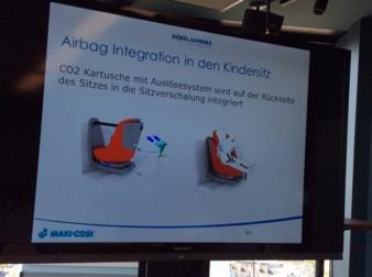 Zwei CO2-Kartuschen werden auf der Rückseite des Maxi-Cosi in der Verschalung integriert.