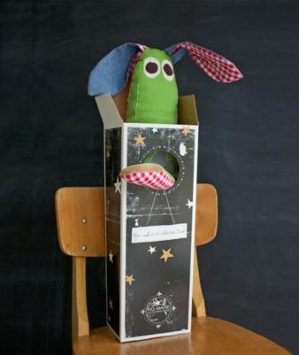 Herr Hase ist versandfertig: Die Kartons werden, wenn möglich, wiederverwendet.