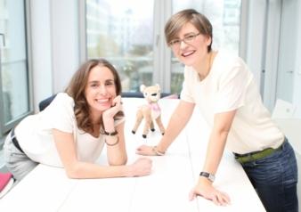 Die beiden tausendkind-Gründerinnen Kathrin Weiß (l.) und Anike von Gagern.