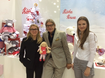 PR-Frau Renate Wildenhain (l.), Christian Keller und Hanna Simon