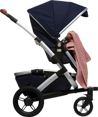 Joolz_Essentials_Blanket_In_Pushchair_F_LR
