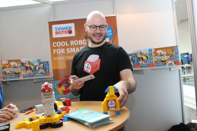Kinematics Dr. Matthias Bürger, CEO & Founder, mit Tinkerbots
