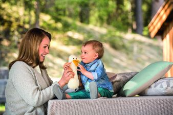 05 Magdalena Neuner mit Baby und Ente_Credit_Gra¦êfe und Unzer Verlag_Fotograf Patrick Wittmann.jpg