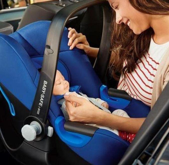 BRITAX RÖMER_LIFESTYLE_CS_BABY_SAFE_iSize_mother_baby_car_300dpi_klein