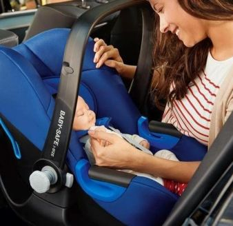 BRITAX RÖMER_LIFESTYLE_CS_BABY_SAFE_iSize_mother_baby_car_300dpi_klein